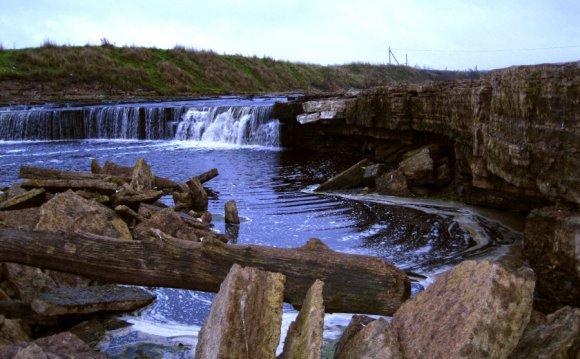 Фото водопада в Ленинградской
