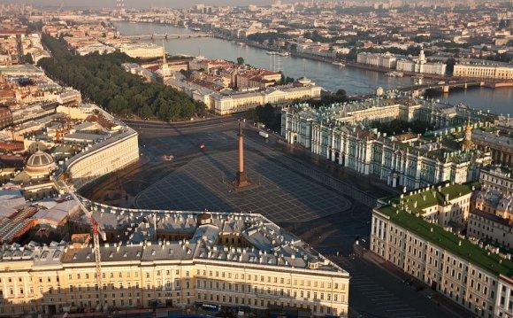 Панорама Дворцовой набережной
